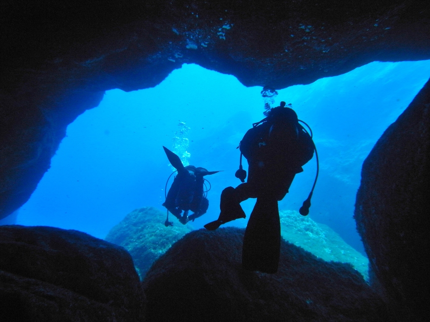 EL MUNDO DE LAS CUEVAS SUBMARINAS (Foto DIVING CENTER FORNELLS)