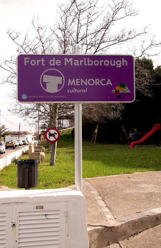 PANEL INDICATIVO DE LA ENTRADA AL FORT MALBOROUGH